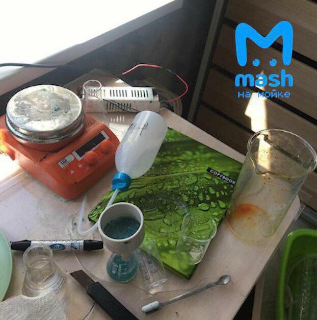 В Кудрово школьник на балконе проводил эксперименты и устроил взрыв. Фото https://vk.com/mash.moyka