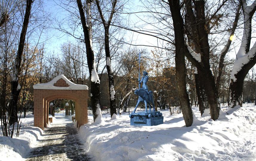"""Эскиз памятника """"вписан"""" в зимний пейзаж двора лицея. Фото Иван Тряпицын"""