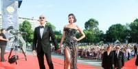 Яркие и сексуальные: Звёзды удивили откровенными нарядами на закрытии Кинотавра-2019