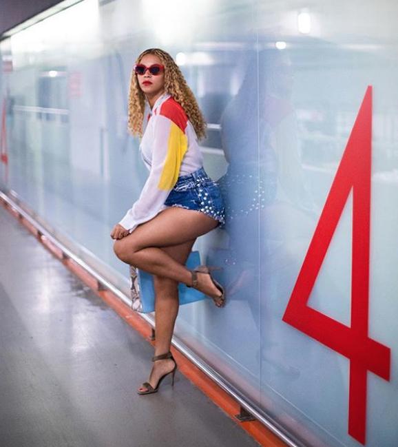 Бейонсе стала одной из первых знаменитостей, замеченных  в позе фламинго. Фото instagram @beyonce