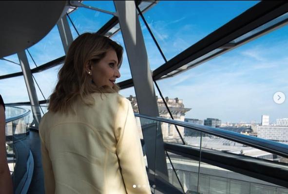 Елена Зеленская на экскурсии в Берлине. Фото скриншот с официального блога Елены Зеленской в Instagram