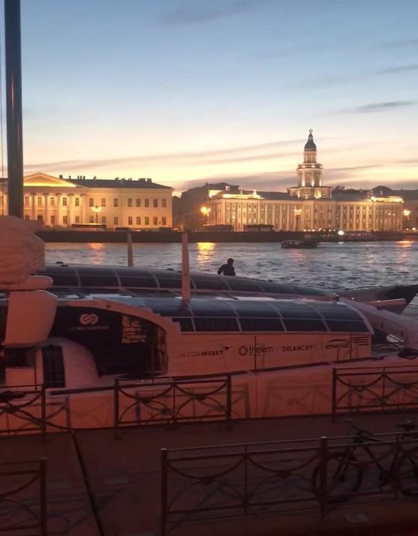 В Петербурге неизвестный забрался на французский катамаран Energy Observer: Видео. Фото ДТП и ЧП | Санкт-Петербург | Неизданное, vk.com