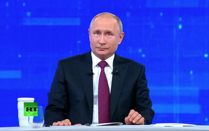 "Владимир Путин провел ""Прямую линию"" 20 июня. Фото скриншот Youtube, ""Metro"""