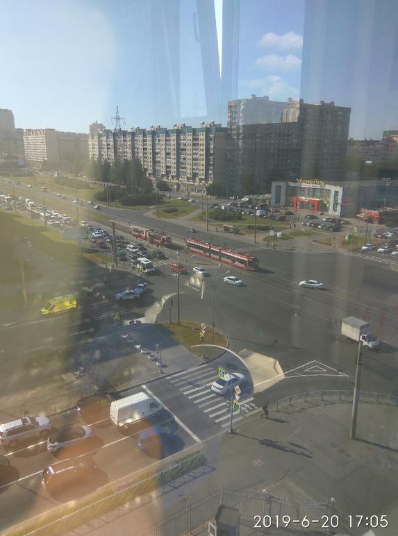 В Приморском районе Петербурга произошло ДТП, в результате которого скончался велосипедист. Фото https://vk.com/spb_today