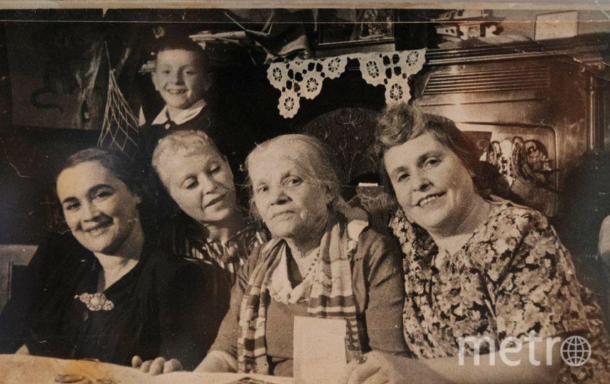 """Маленький Иосиф Бродский с близкими,  1948 год. Фото  из собрания музея, """"Metro"""""""