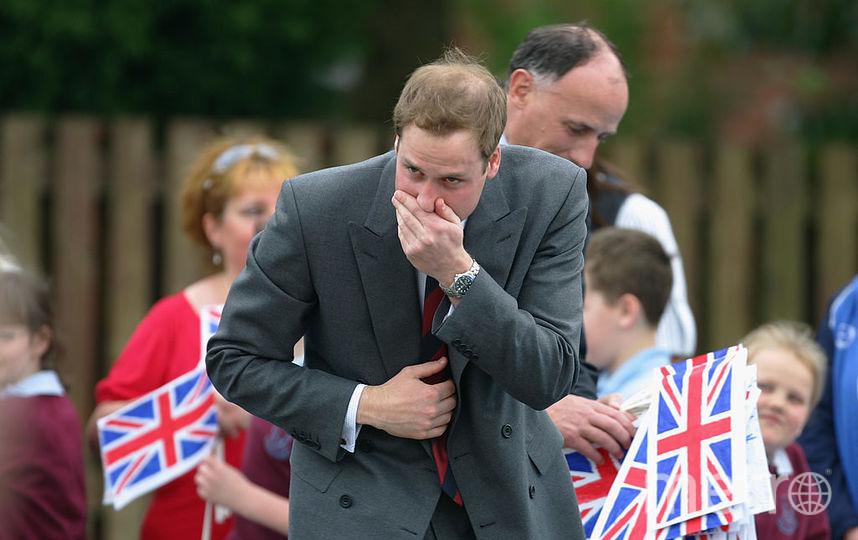 Принц Уильям пытается сдержаться и не чихнуть. 2008 год. Фото Getty