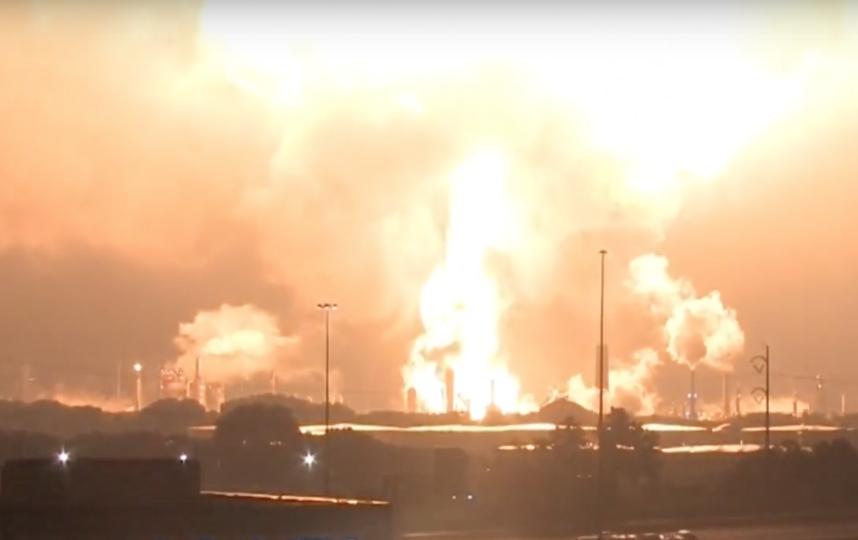 Пожар на НПЗ в Филадельфии. Фото Скриншот/CNBC Television, Скриншот Youtube