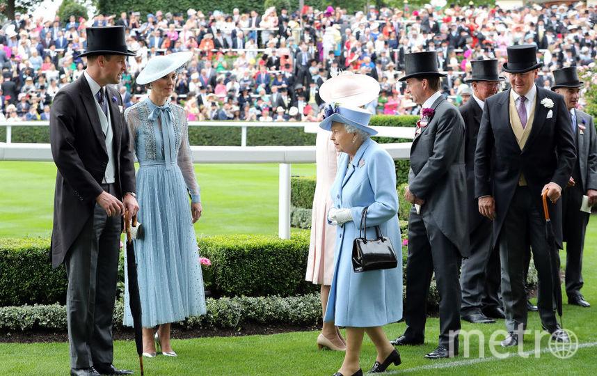 Елизавета II в первый день скачек. Фото Getty