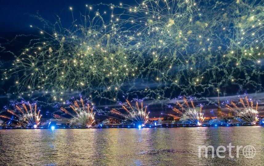 """В этом году огненно-водное шоу """"Алых парусов"""" было еще фееричнее. Фото Алена Бобрович, """"Metro"""""""