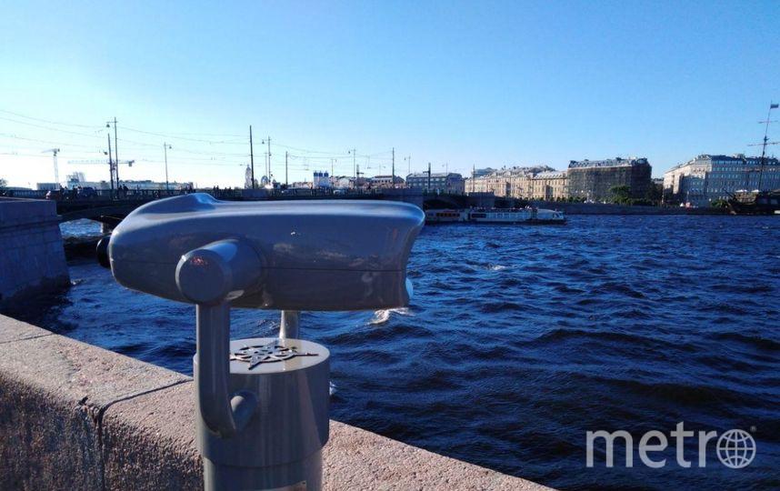 """У биноклей выстраиваются очереди. Фото vk.com/vasilyevskiyostrov, """"Metro"""""""