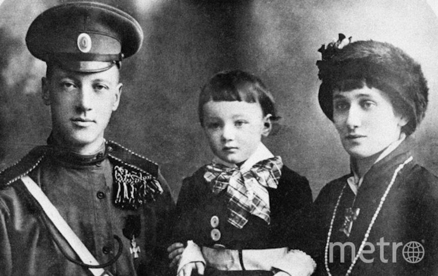 Поэты Николай Гумилёв, Анна Ахматова и их сын Лев. Фото РИА Новости