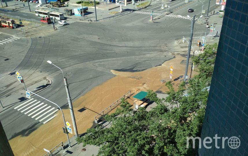 В Петербурге перекрёсток затапливает грязью: Фото. Фото ДТП и ЧП | Санкт-Петербург | Питер Онлайн | СПб, vk.com