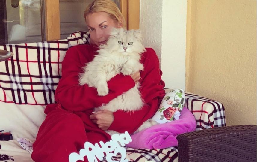 Волочкова с Лакки до его стрижки. Фото instagram.com/volochkova_art