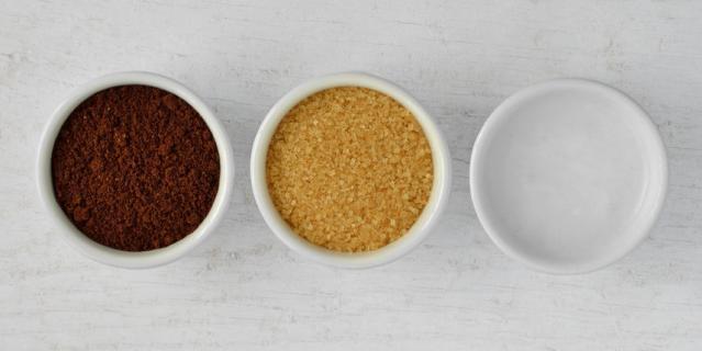 Домашний кофейный скраб легко приготовить дома.
