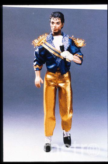 """Кукла """"Майкл Джексон"""" представлена 15 июля 1984 года в США. Джексон достиг пика своей сольной карьеры с """"Thriller"""", выпустил самый продаваемый альбомом всех времен и стал обладателем восьми премий Грэмми. Фото Getty"""