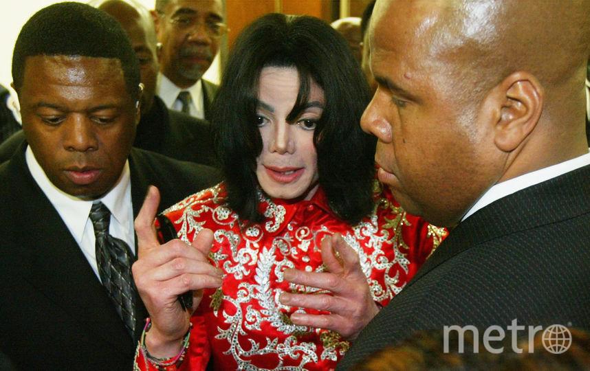 Майкл Джексон общается с поклонниками. 2004 год. Фото Getty