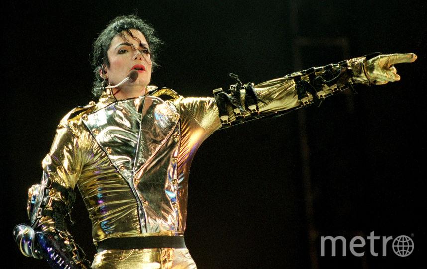 """Майкл Джексон выступает на сцене во время концерта мирового тура """"HIStory"""" на стадионе Ericsson 10 ноября 1996 года в Окленде, Новая Зеландия. Фото Getty"""