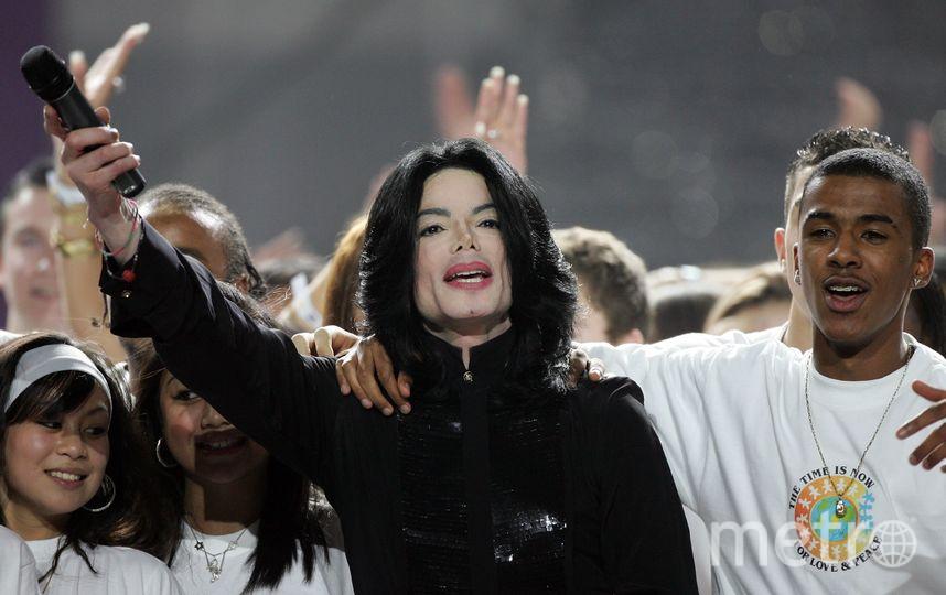 Певец Майкл Джексон выступает на сцене во время World Music Awards 15 ноября 2006 года в Лондоне. Фото Getty