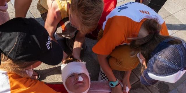 По легенде, у сотрудника ЦПИ Марины Давыдовой – травма головы и кровотечение из носа.