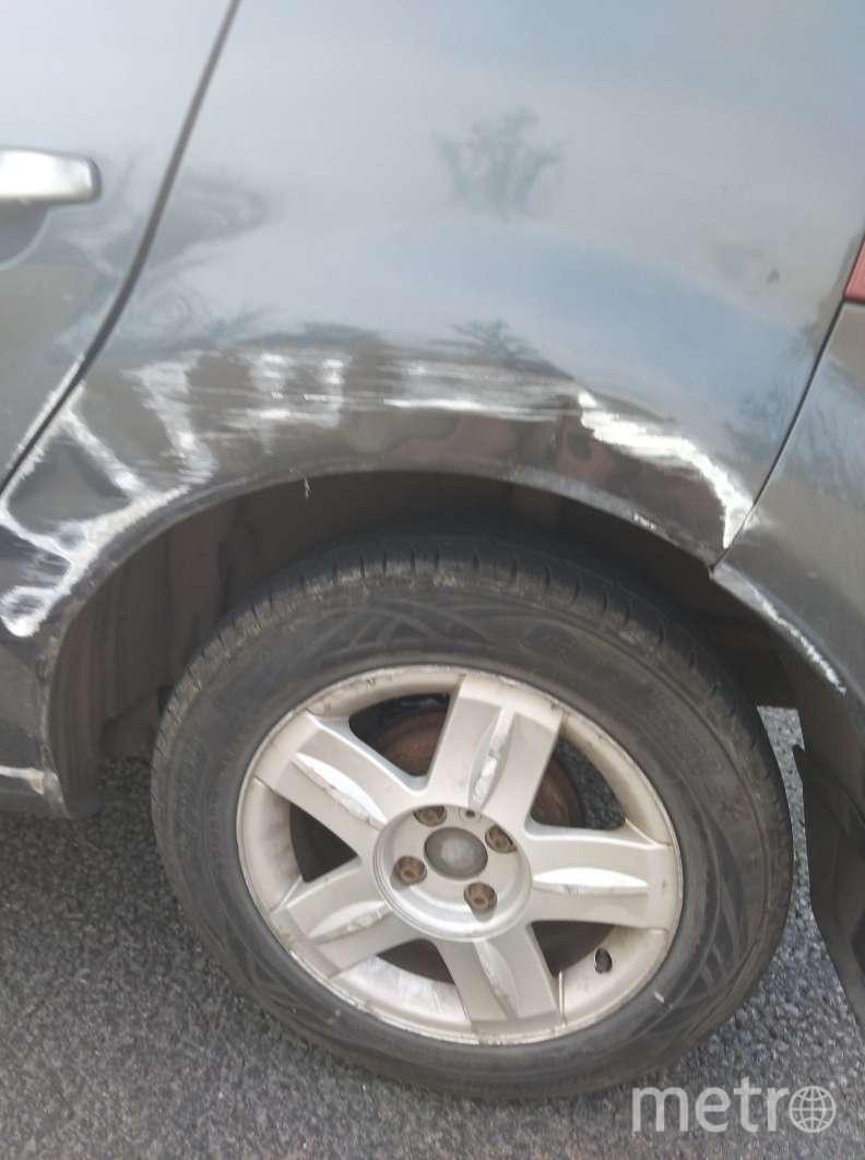 """Фото пострадавшего Renault Sandero. Фото """"Metro"""""""