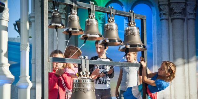Гости научатся профессионально звонить в колокола.
