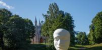 Кошмар! Огромную посмертную маску Пушкина в парке Петербурга обсуждают в Сети