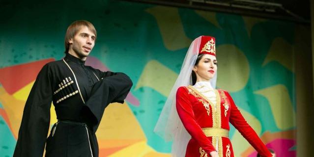 Для гостей фестиваля выступят национальные коллективы.