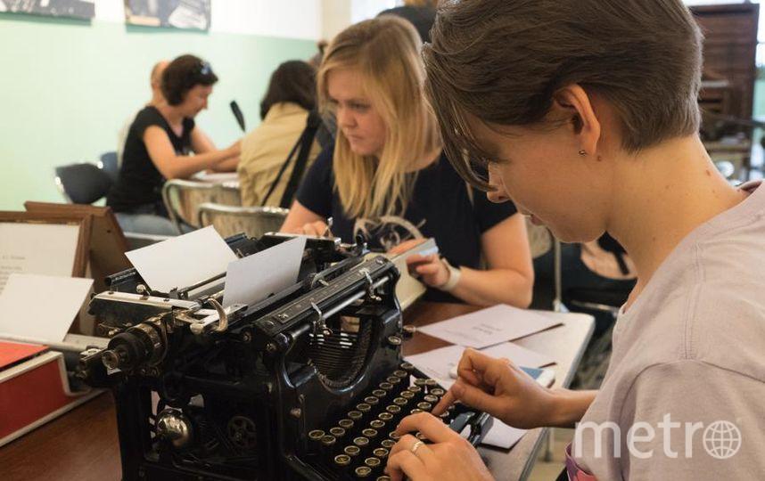"""На мастер-классах дают попробовать поработать на старых машинках. Фото Святослав Акимов, """"Metro"""""""