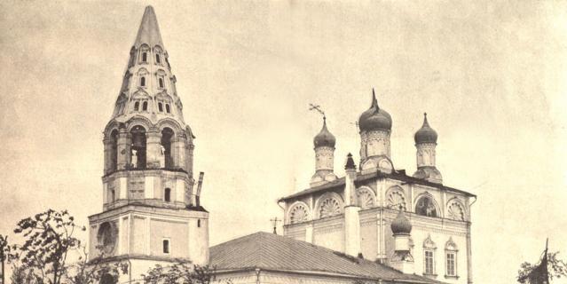 Церковь святых Петра и Павла в Лефортове в результате урагана лишилась крестов..