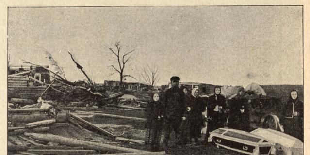 Уничтоженная ураганом деревня Чагино (ныне район Люблино). Гробы с жертвами стихии.