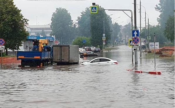 Потоп на подъезде к Шереметьево. Фото скриншот: instagram.com/yellowtaxi24.ru/