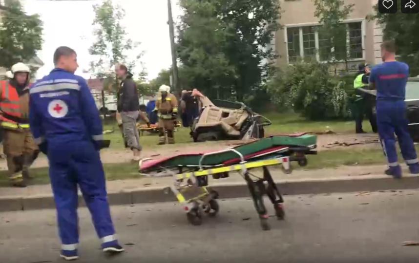 Смертельная дорожная авария произошла возле Константиновского дворца в Стрельне. Фото https://vk.com/spb_today