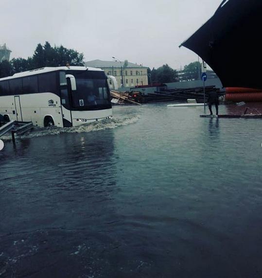 Потоп в Шереметьево. Фото скриншот: instagram.com/dianadesignstudio/