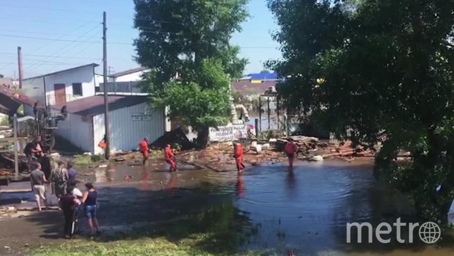 Устранение последствий подтопления в городе Тулун. Фото РИА Новости