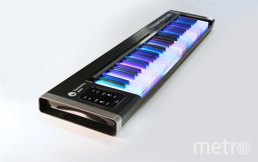 "Синтезатор с подсветкой. Фото ""Metro"""