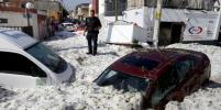 Мексиканский город засыпало двухметровым слоем льда