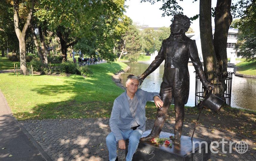 С некоторых пор взял в привычку фотографироваться с Пушкиным в разных городах и странах, где бываю. Фото Сидоров Сергей