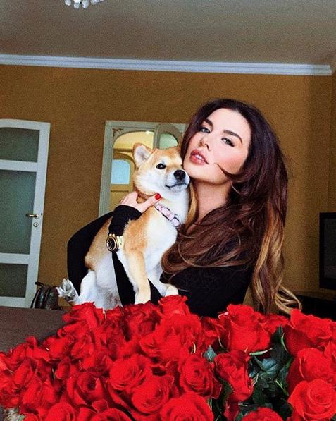 Певица Анна Седокова. Фото скриншот: instagram.com/annasedokova/