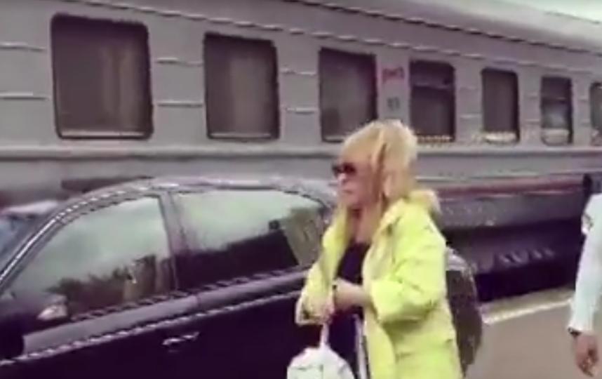 Любовь Успенская высказал свое мнение о поездке Пугачевой по перрону прямо к поезду. Фото скриншот видео https://m.5-tv.ru/