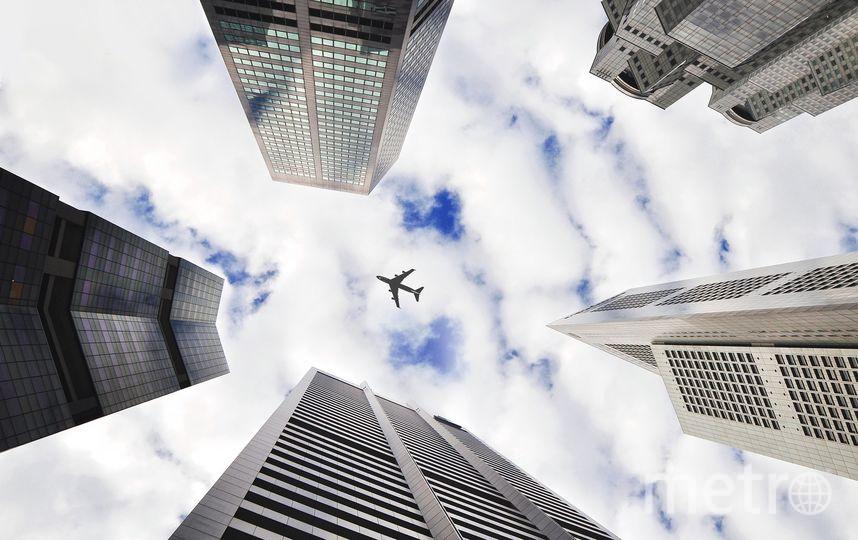 """В Лондоне расследуют дело: из самолета, пролетавшего над городом, выпал труп. Фото Pixabay.com, """"Metro"""""""