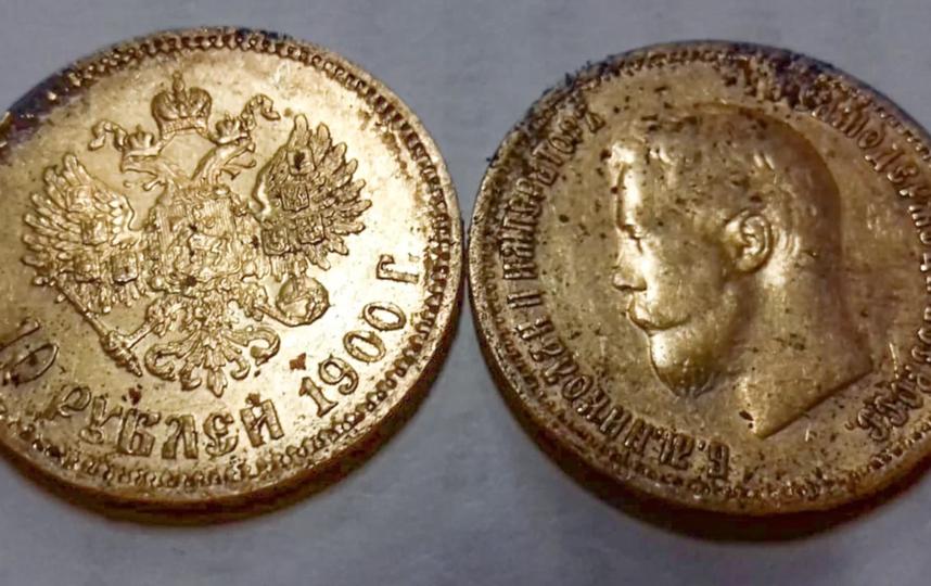 В Костянском переулке обнаружили около 60 монет времён Николая II. Фото mos.ru