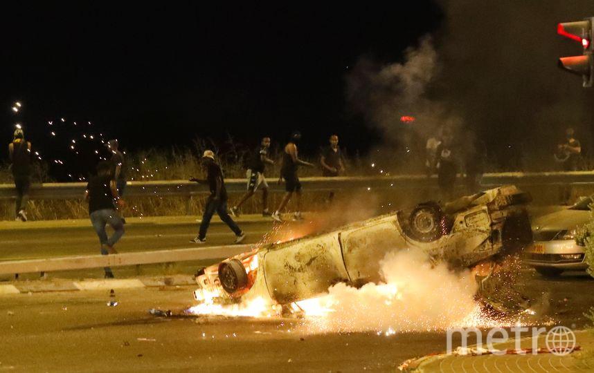 В нескольких городах Израиля уже третий день продолжаются уличные беспорядки. Фото AFP