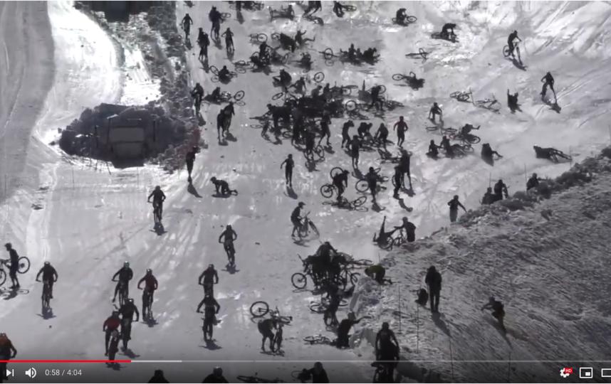 Скриншот видео гонки. Фото Скриншот Youtube