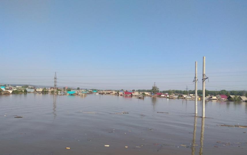 В Тулуне прорвало дамбу из-за подъема воды в реке Ие. Фото скриншот: vk.com/p_tulun.