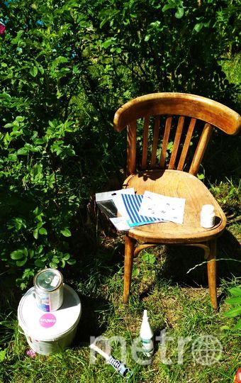 Теперь стул следует ошкурить. Фото Скриншот instagram @grebenkova_art_actris