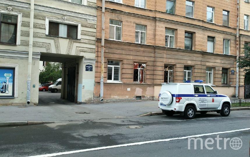 """ЧП произошло ранним утром 7 июля на первом этаже дома №21 по 13-й Красноармейской улице. Фото https://vk.com/spb_today, """"Metro"""""""