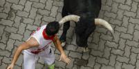 Забег с быками: Яркие фото фестиваля Сан-Фермин в испанской Памплоне