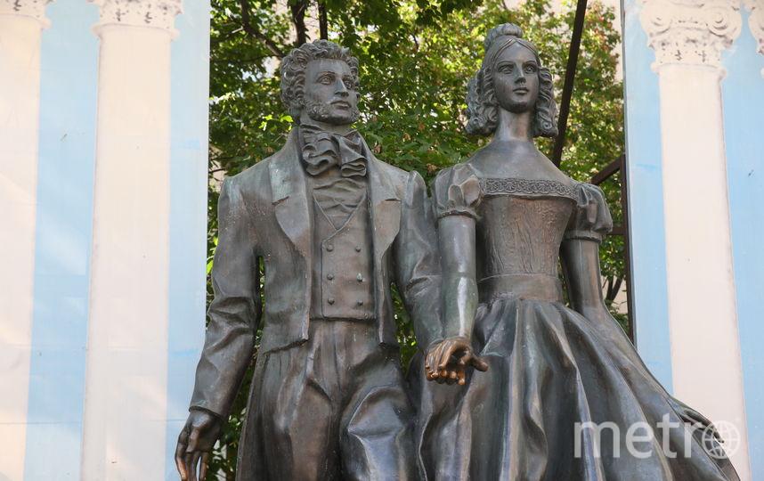 Памятник Пушкину и Гончаровой. Фото Василий Кузьмичёнок