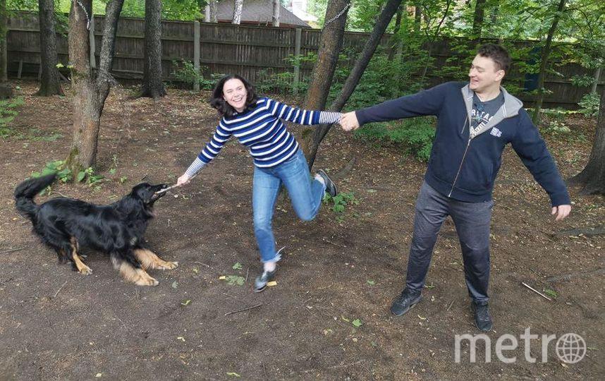 Собаку Варю породы ховаварт завели после долгих просьб Ирины, но Михаил тоже участвует в воспитании животного. Фото из личного архива героев материала