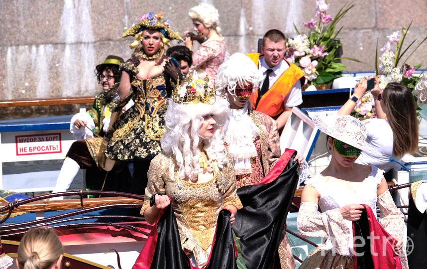 """Вот так выглядели команды районов на Речном карнавале в Петербурге. Фото Святослав Акимов, """"Metro"""""""